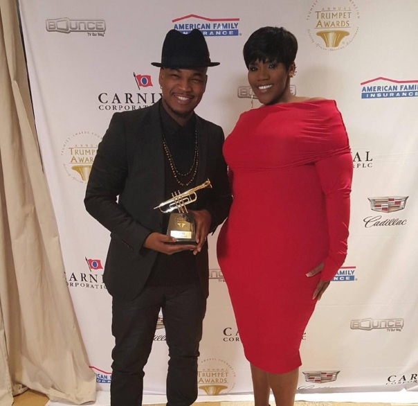 NEO getting his Trumpet Award from kelly price