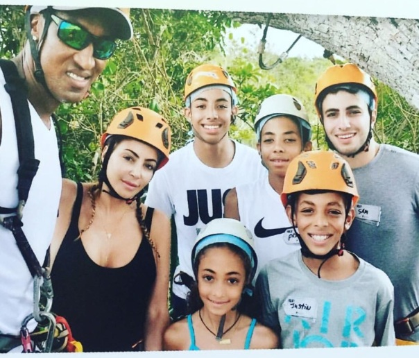 Scottie Pippen & family in Mexico - Westpoppn.com