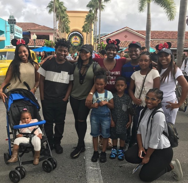 Toya carter with family on Christmas - Westpoppn.com